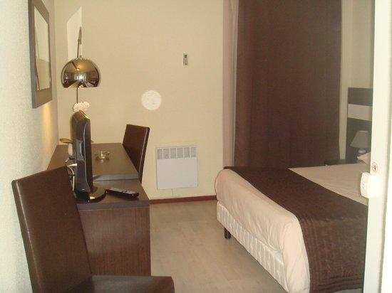 Hotel Le Logis du Chateau : la chambre