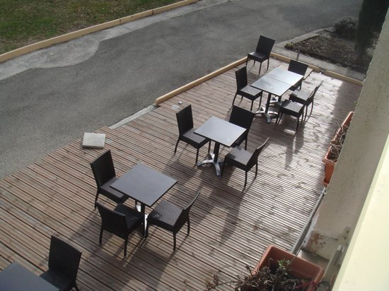 Hotel Le Logis du Chateau : terrasse de l'hôtel