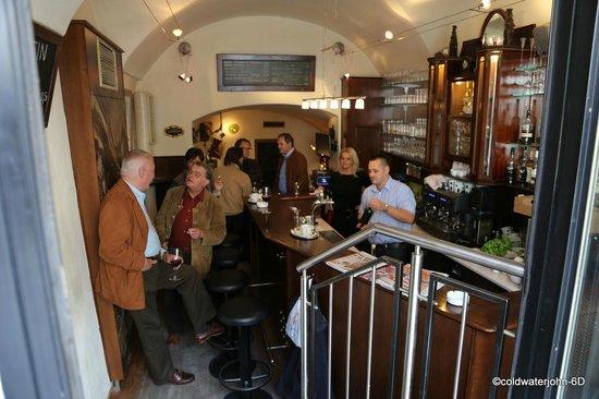 Aspirin Cafe und Weinbar