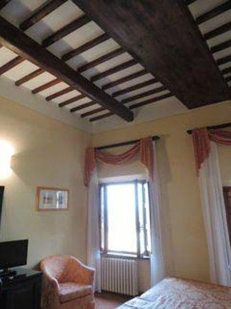Hotel Leon Bianco: ceiling beams