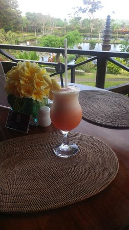 Tirta Ayu Hotel & Restaurant: Afternoon cocktail