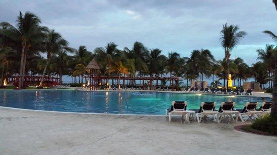 Barcelo Maya Tropical: Pool at Tropical