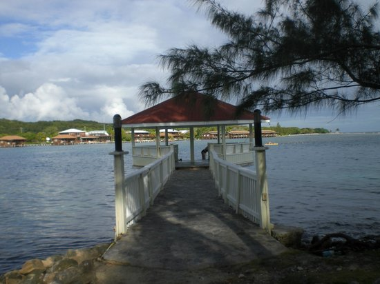 Fantasy Island Beach Resort : Shore diving gazebo.