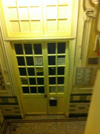 Hotel Bearnais: Recepção fechada à noite