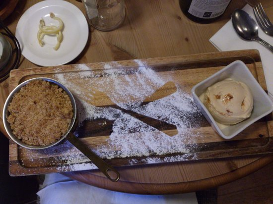 The George at Burpham: Apple crumble and icecream
