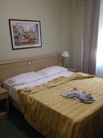 Hotel dei Fiori: stanza matrimoniale