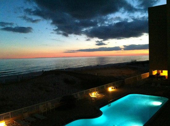 Islander Beach Resort: incredible sunsets