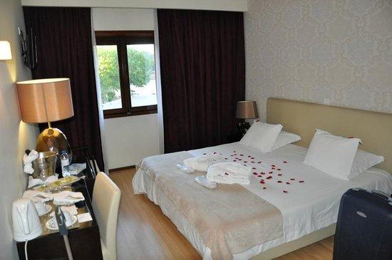 Hotel Lis Batalha Mestre Afonso Domingues: Camera con letto king - pacchetto romantico
