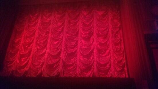 Bowness-on-Windermere, UK: curtains in screen 3