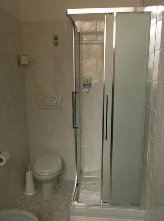 B&B Hotel Roma Trastevere: doccia