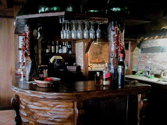La Taverna dei Briganti: L'ambiente rustico, caldo ed accogliente.