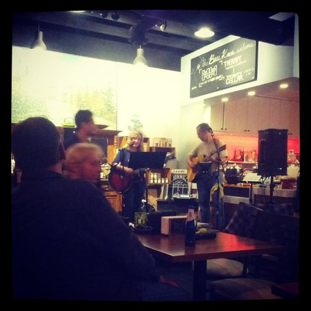 Bee's Knees Cafe : Open Mic at Bees Knees