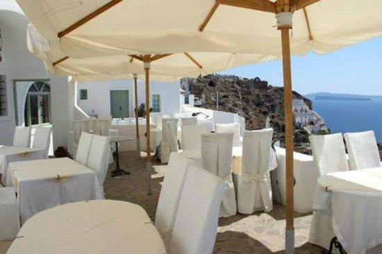 Golden Sunset Villas: Hotel restaurant right below our patio