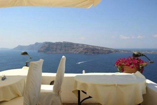 Golden Sunset Villas: Breakfast here each morning is heaven!