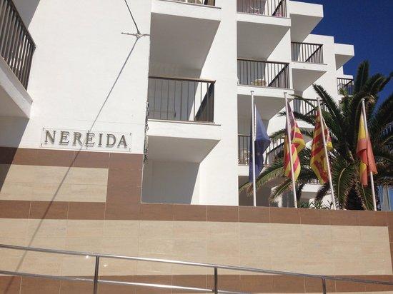 Nereida Aparthotel: Front of hotel