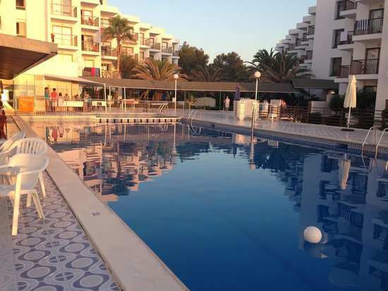 Nereida Aparthotel: Pool