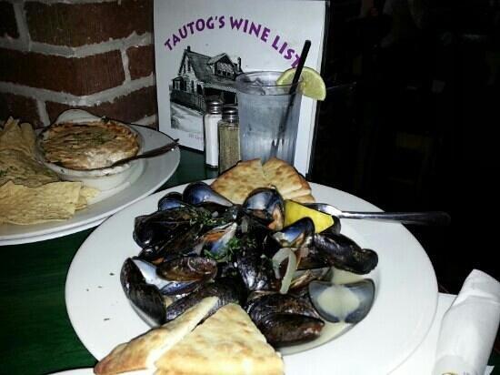 Tautogs Restaurant : Jalapeño Mussels