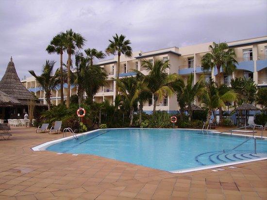 IFA Altamarena by Lopesan Hotels : LA PISCINE PRES DES BARS