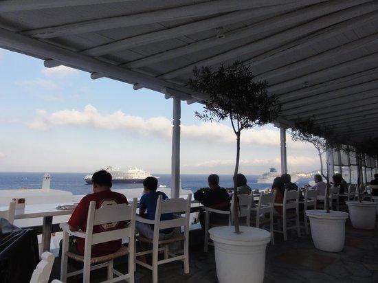 Porto Mykonos Hotel: Salão do café da manhã com vista para o mar