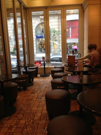 Cafe Vasco Da Gama: The window view from the inside