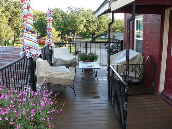 Blanco County Inn: the deck area