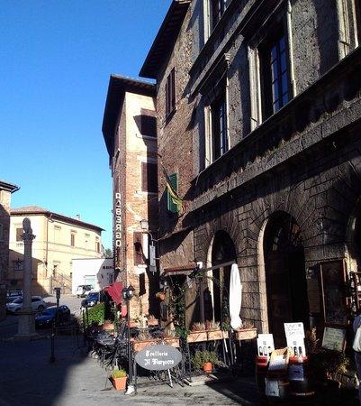 Trattoria Il Marzocco: Outside in October