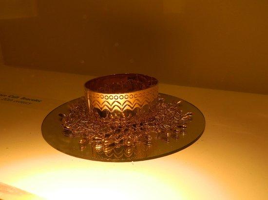 Millicent Rogers Museum: Golden bracelet