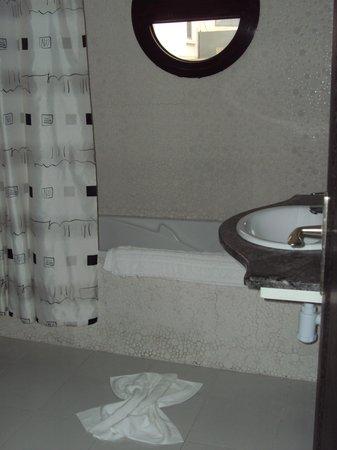 Suite Hotel Tilila : Salle de bain