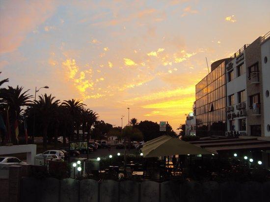 Suite Hotel Tilila: Coucher de soleil - vue du balcon