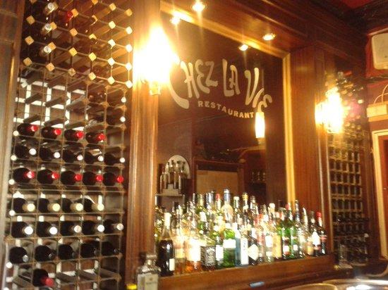 Chez La Vie: Small but nice bar area