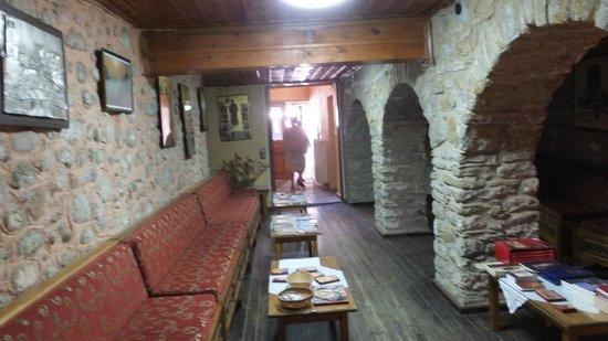 Agios Nikolaos Anapaphsas: Внутри монастыря
