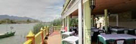 Casa Picanterra: Terraza Junto al Lago