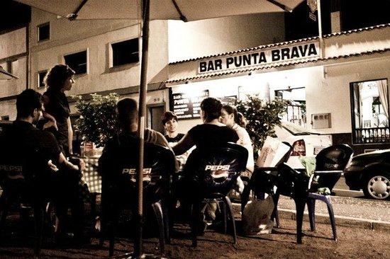 Restaurante Punta Brava : bonita terraza para tomar algo o incluso comer al aire libre