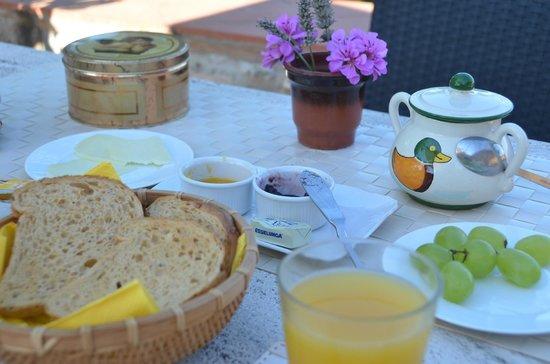 Agriturismo Podere Felceto: Café da Manhã