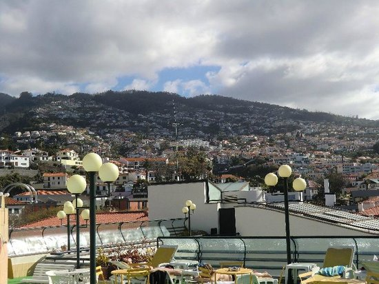 Windsor Hotel: Vista do Funchal, Piscina