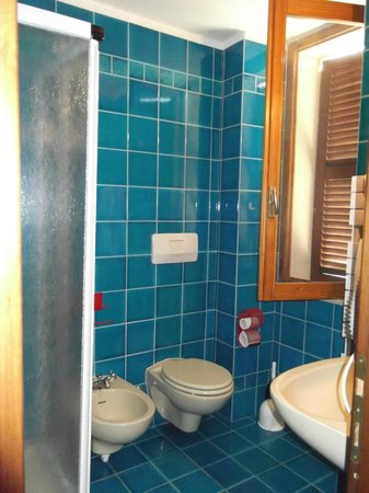 Hotel Villa Marina: baño