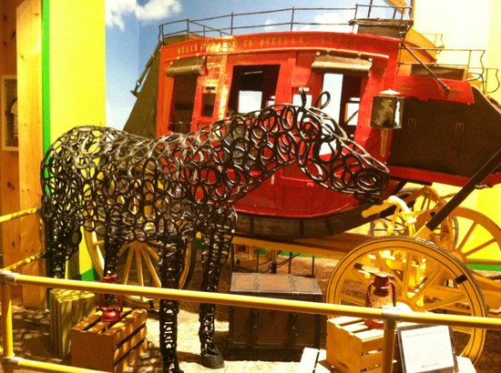Ripley's Believe It or Not : Horseshoe Horse and Coach made completely of toothpicks!