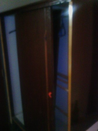 PN Inn Hotel: closet