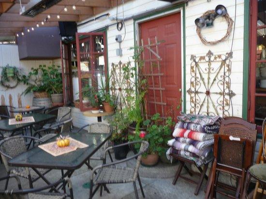 1285 Restobar: Outdoor rear patio (heated)