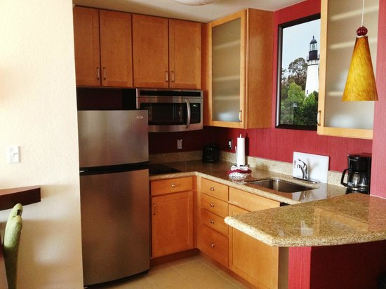 Residence Inn Amelia Island : Kitchen