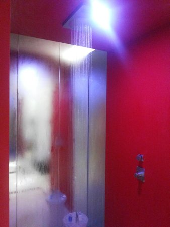 klapsons, The Boutique Hotel: open shower concept