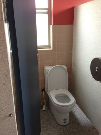 Greenwich, Australia: Bathrooms on male floor