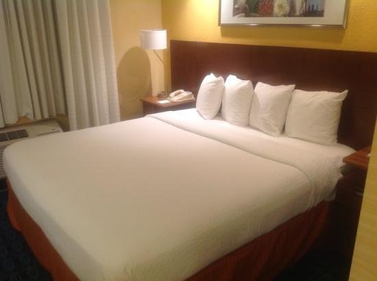 Fairfield Inn & Suites Jacksonville Airport : Comfortable bed