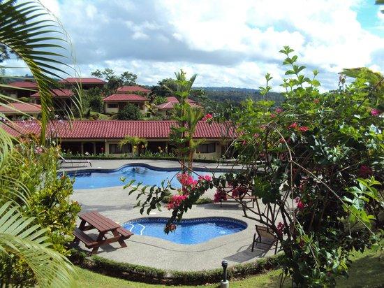 Arenal Volcano Inn : Vista cerca a la recepción