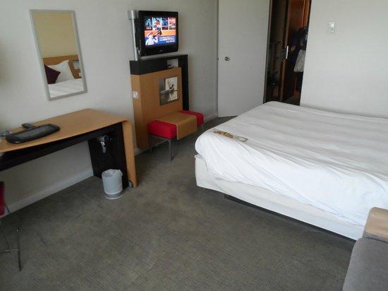 Novotel London Heathrow: bedroom