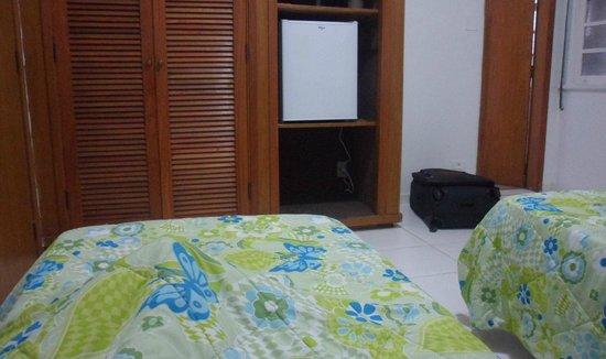 Hotel Jaguar : Ésta es una habitación para dos personas. Con camas separadas, TV, minibar