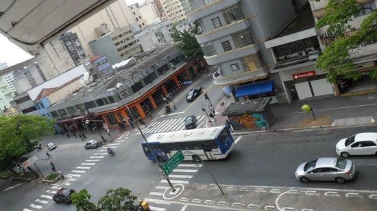 Hotel Jaguar : Vista desde la habitación, es una zona muy transitada