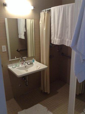 The MAve Hotel: Baño
