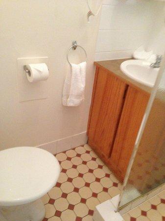 Mercure Kangaroo Island Lodge: The bathroom