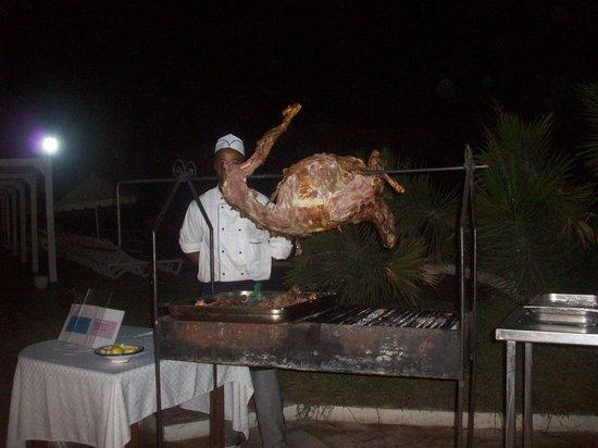Hotel Djerba Les Dunes: Barbecue pour repas